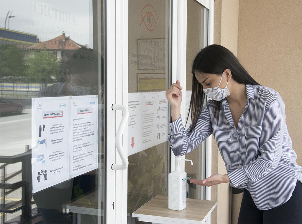 Дезинфекција на раце во Систина Офталмологија Гостивар