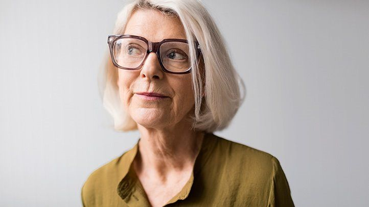 Older lady with glasses - Мултифокални леќи