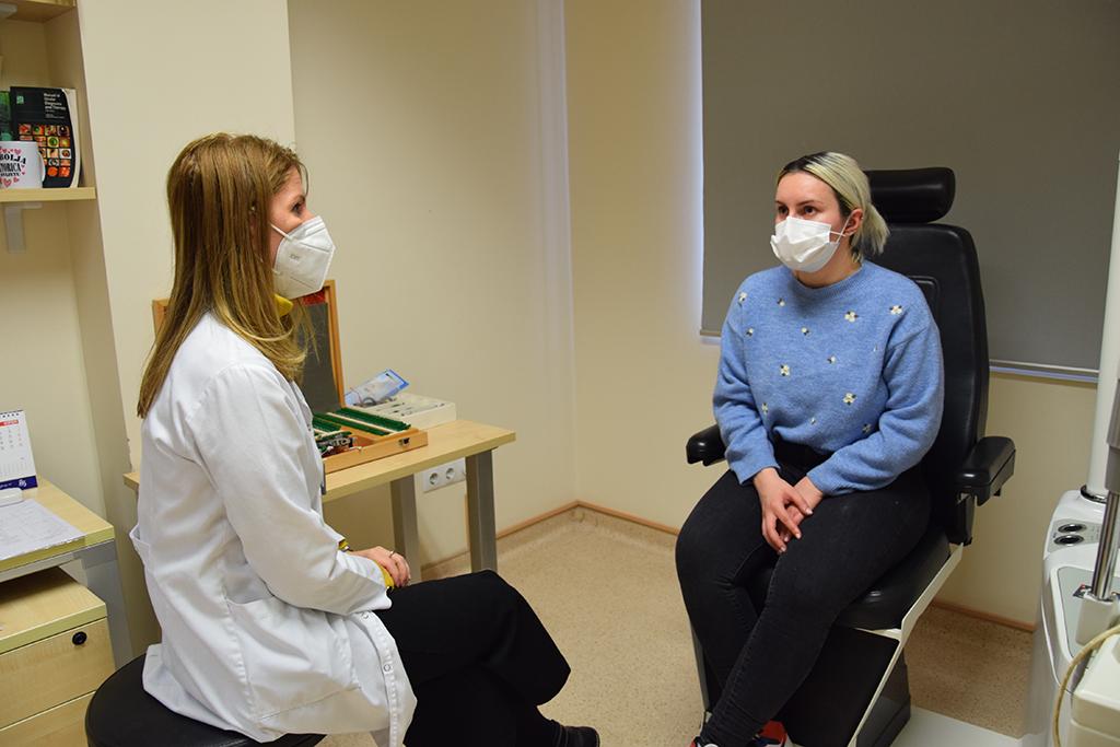 Доктор Билјана Костовска и Дарија Драгшиќ во Систина Офталмологија